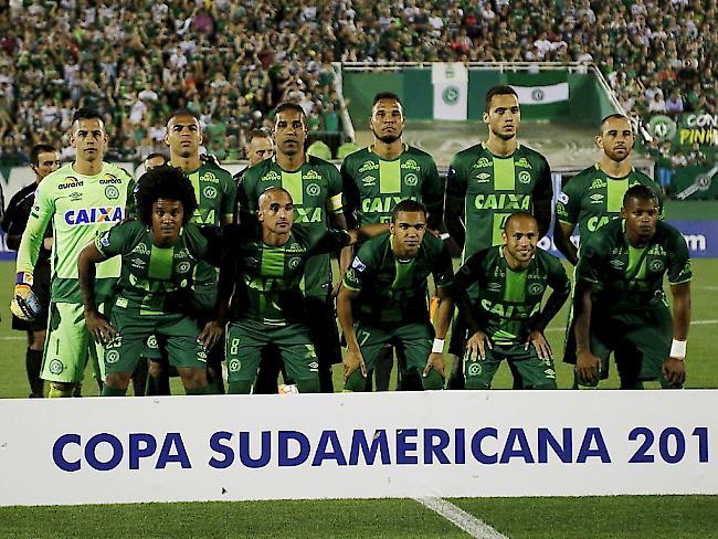 Luftverkehr: Flugzeug mit brasilianischem Fußballteam in Kolumbien abgestürzt