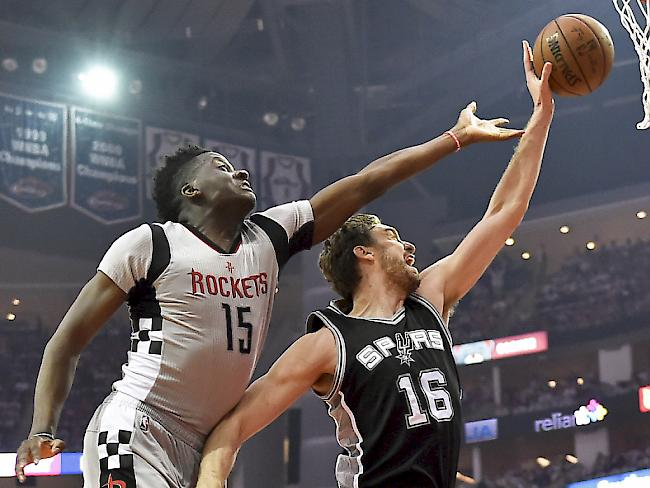 Capela mit den Houston Rockets out