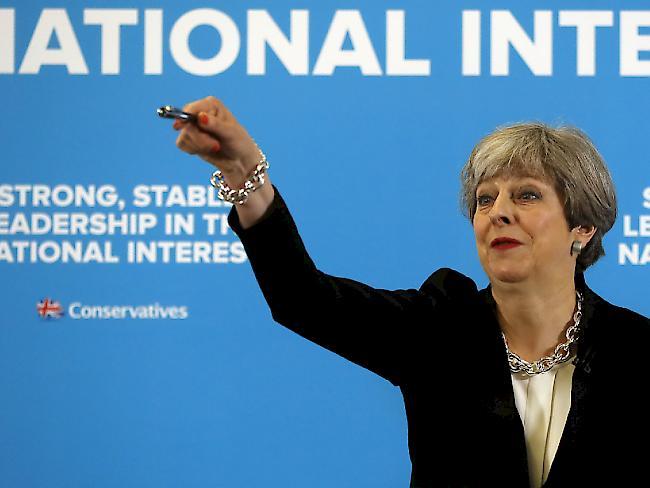 Theresa May verschärft ihren Kurs gegen Einwanderer