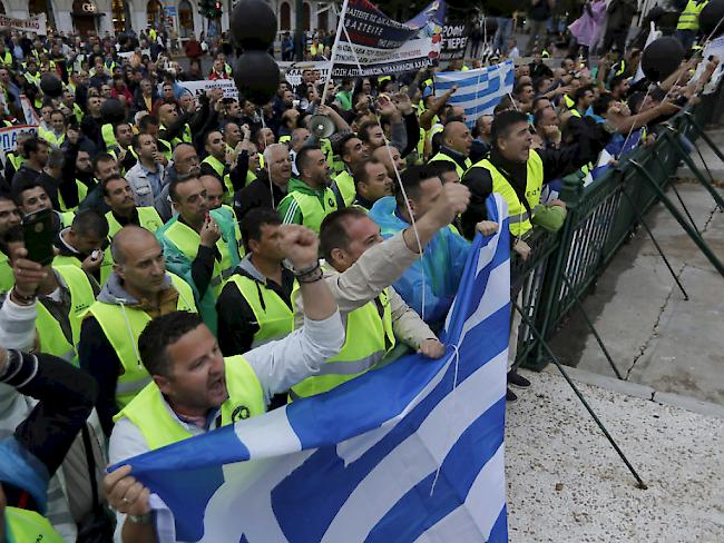 Griechenland: Parlament in Athen billigt Sparprogramm