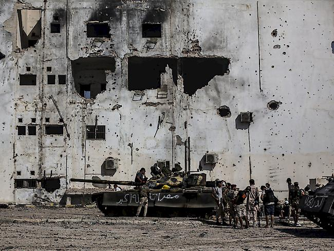 Mindestens 141 Tote bei Angriff auf libyschen Stützpunkt