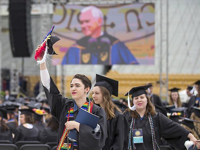Studenten verlassen aus Protest gegen Pence ihre Abschlussfeier