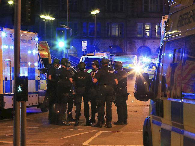 Tote und Verletzte bei einem Konzert in Manchester- die Polizei riegelt das Gebiet um die