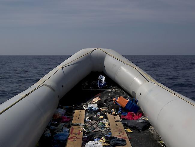 Migration: Flüchtlingsboot mit vielen Kindern kentert - zahlreiche Tote