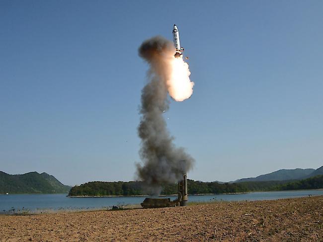 Provokation: Nordkorea feuert erneut ballistische Rakete