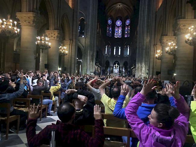 Wirtschaft | WDH/Paris: Polizei schießt auf Hammer-Angreifer bei Kathedrale