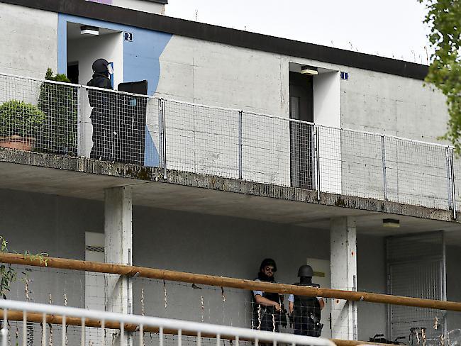 Bewaffneter verschanzt sich in Wohnung