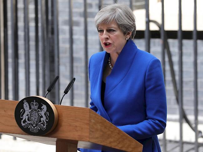 Theresa May erhält Regierungsauftrag von Queen Elizabeth II