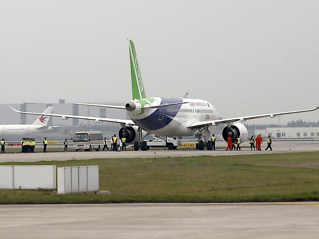 China Eastern-Flugzeug macht Notlandung nach Loch in Triebwerkshülle