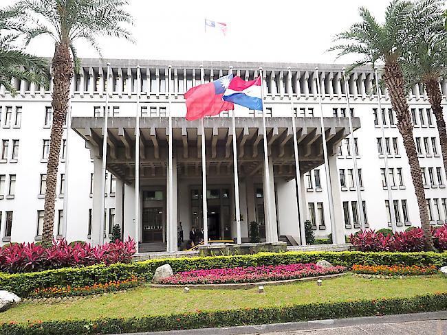 Panama bandelt mit China an