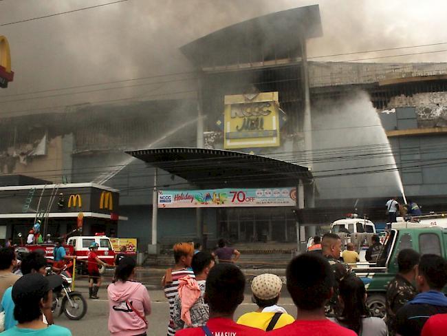 Philippinen: 28 Vermisste nach Brand in Einkaufszentrum